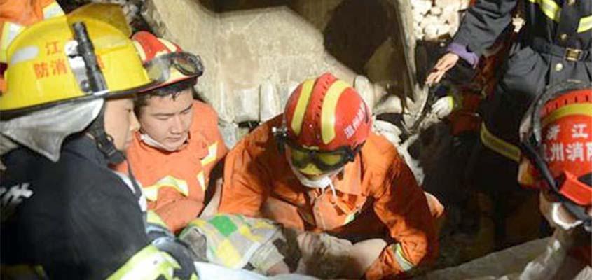 Një vajza ka mbijetuar 12 orë nën rrënojat falë babait të saj