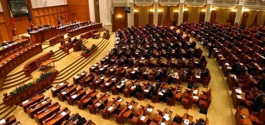 Protestolar durmayınca Cumhurbaşkanı Iohannis'in 'referandum' teklifi kabul edildi