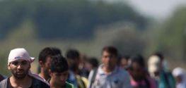 Sınır Hattındaki Göçmenler Battaniyeye İhtiyaç Duyuyor...