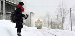 Treni që udhëton vetëm për një vajzë, historia e saj prekëse