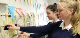 Franca ndalon përdorimin e telefonave në shkollë