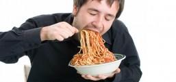Çiğnemeden yutuyorsanız, sağlıklı besleniyorum diye kendinizi avutmayın!