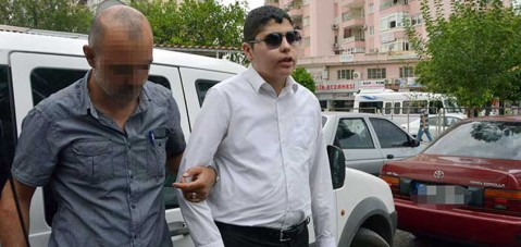 Görme engelli gazeteciyi akli dengesini yitirmiş hükümlülerin arasına gönderecekler