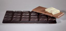 Study strengthens case for heart benefit in chocolate