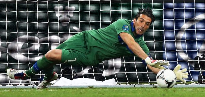 Buffon close to clean sheet record