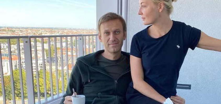 Navalny discharged from hospital, 'complete recovery' possible