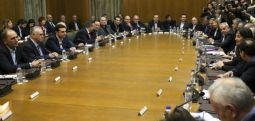 Yunan Hükümeti isim anlaşmasını Parlamento'da onaylamak için basit çoğunlukla yetinmeyecek..