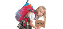 Çantalar çocukların belini büküyor!