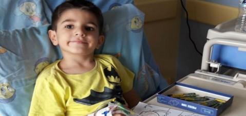Yunanistan'da 5 yaşında lösemili mülteci çocuk olmak!
