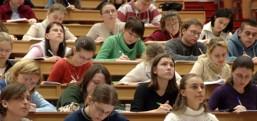 Öğrenci yurtlarında kalan öğrenci sayısında düşüş var..