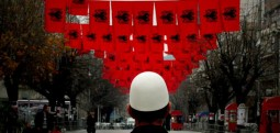 Shqiptarët sot festojnë 28 Nëntorin – Ditën e Flamurit