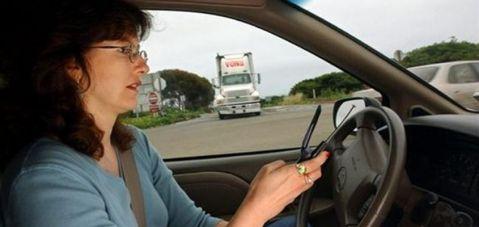 Trafik Güvenliği Konseyi'nden çağrı:Araç kullanırken telefonla konuşmayın!