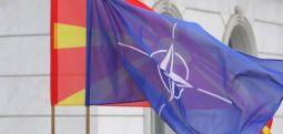 Hükümet binası önünde NATO bayrağı dalgalanıyor