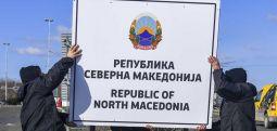 """Sınır kapılarında tabelalar değişti: """"Kuzey Makedonya Cumhuriyeti'ne hoş geldiniz.."""""""
