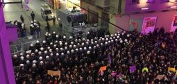 Turkish police fire tear gas to break up Women's Day march in İstanbul