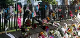 Nxënës dhe motoristë me kërcimin haka u dhanë nderime të vdekurve në Krajstçërç