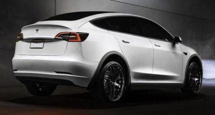 Tesla'dan elektrikli crossover: Model Y