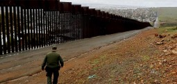 Pentagoni aprovoi mjete për ndërtimin e murit në kufirin me Meksikën