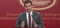 Бошњаковски до реисот Реџепи: Владата не се меша во работите на верските заедници