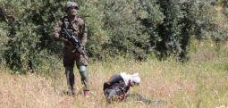 İsrail askerlerinden vahşet: Gözleri bağlı, elleri kelepçeli Filistinliyi vurdu