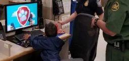 Ayakkabısına ismi yazılan 3 yaşındaki göçmen çocuk, ABD sınırında tek başına ağlarken bulundu