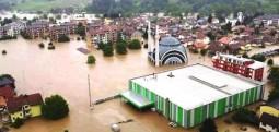 Nga përmbytjet bllokohen një numër i madh rrugësh në BeH