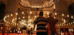 Camiye adabıyla girmek!