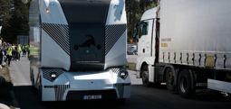 Sürücüsüz elektrikli kamyon İsveç yollarında