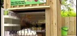'En Müslüman' ülkede imrendiren uygulama: Sokak buzdolabı