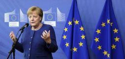 """Меркел ќе ја заложи """"сета своја политичка тежина"""" за преговори со Северна Македонија"""