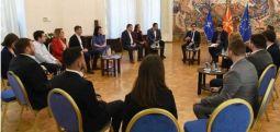 Средба на Пендаровски со работната група за придонес при креирањето на Закон за млади
