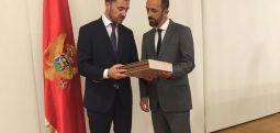 """Sekretari Aziri pjesë e takimit ministror në Mal të Zi, mbi projektin """"Edukimi për Holokaustin"""""""