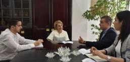 Teuta Arifi priti ne takim ministrin Damjan Mançevskin