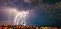 Во Грција вчера регистрирани над 3.500 молњи