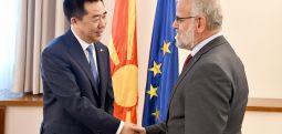 Kryeparlamentari Xhaferri takon ambasadorin e ri  të Kinës,  Xhang Xuo