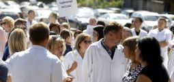 Протест на здравствените работници: Насилството не е решение за проблемите