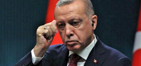 AKP hızla eriyor: Eski Milletvekili, 'Ahlaksızlıklara göz yumamam' diyerik istifa etti