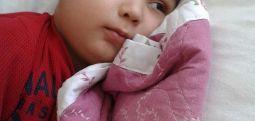 Lösemi tedavisi gören Akif'in anne ve babasını aynı anda tutukladılar