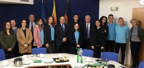 """Германскиот амбасадор ги прими учениците на ПСУ """"Јахја Кемал"""""""