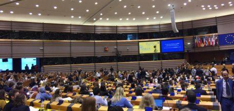 """Bu haykırış Avrupa Parlamentosunda yükseldi: """"Türkiye'deki tutsak bebekler için ne yapıyorsunuz?"""