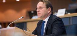Eurokomisari për zgjerim Varhelji sot do të qëndrojë në Shkup