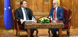Xhaferi-Varhelyi: Në Samitin e tetorit u bë gabim dhe se metodologjia e re është mënyrë për korrigjimin e këtij gabimi