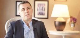 Legjenda e futbolit turk Hakan Shukur për EuroNjuz është përgjigjur në pyetjet: Pse hyre në politike ? Çfarë lidhje ke me Gylenin ? A je vozitës i mirë?