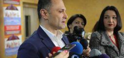 Филипче: Сите кои пристигнуваат од критичните региони да ги почитуваат препораките за заштита од коронавирусот