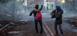 """Yunanistan'dan sığınmacılara: """"Size yalan söylediler, sınırlarımız kapalı, gidin Türk makamlarına söyleyin"""""""