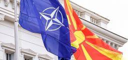 Maqedonia e Veriut anëtarja e 30-të e NATO-s, më 30 mars flamuri i Maqedonisë së Veriut para selisë së Aleancës