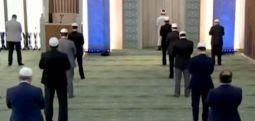 Beştepe Millet Camii'inde 'mesafeli' namaz