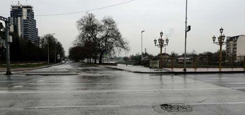 Улиците на Скопје се празни, полицискиот час воведен за време на викенд стапи на сила