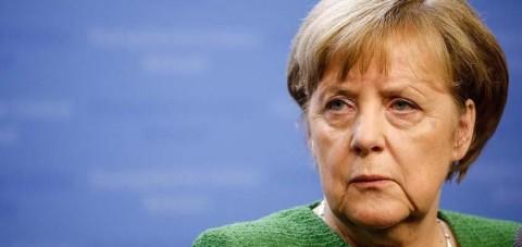 Merkel sürpriz yapmak istedi, itfaiyeci şaka sanıp telefonu Merkel'in yüzüne kapattı