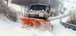 Снегот го отежна сообраќајот во Албанија,блокирани и без струја планинските села